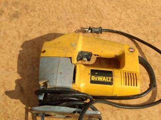 working DeWalt orbital jigsaw dw318