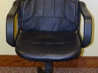 Black Roll Around Executive's Chair.