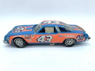 Richard Petty Race Car #43 1/24 Die Cast Replica