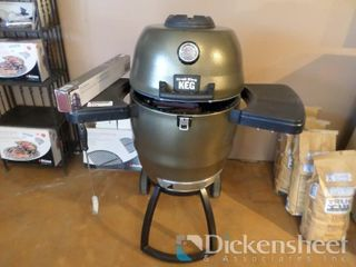 Broil King Keg 2000, Retail $999.00 as
