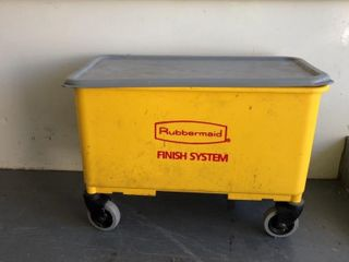 Rubbermaid finish bucket with mop pads