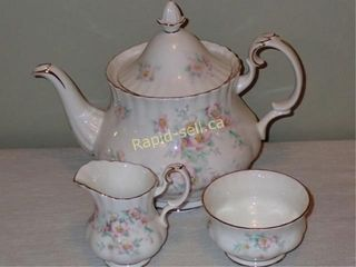 Royal Albert Teapot Plus
