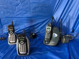 A pair of GE cordless telephone and one