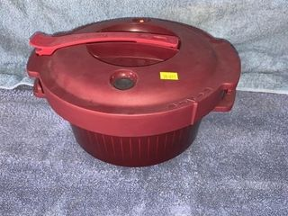 Tupperware microwave pressure cooker hardly used