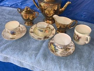 Tea set, cups and saucers