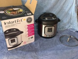 Instant Pot like new condition 6 quart