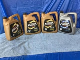 Four jugs of Formula 1 - 5x30 oil