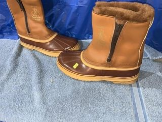 Pair of size 11 Sorel boots only wore a couple