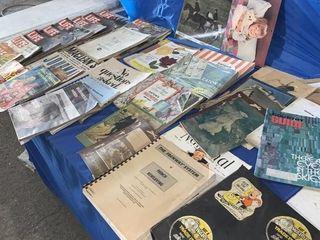 Quantity of vintage magazines