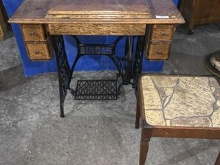 Singer treadle sewing machine c/w stool s/n