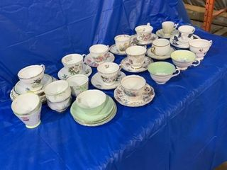 Large quantity of cups and saucers, some