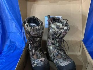 Pair of Cabelas size 8 camouflage winter boots