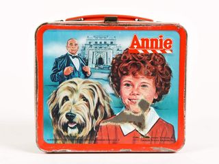 1981 ANNIE EMBOSSED LUNCH BOX / THERMOS