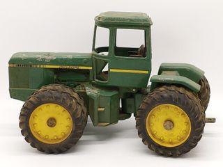 Ertl John Deere Tractor 1/16 Scale Die Cast -