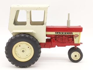 Ertl McCormick Farmall 560 Die Cast Tractor with