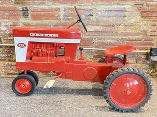 Eska Farmall 560 Pedal Tractor 31x18x26