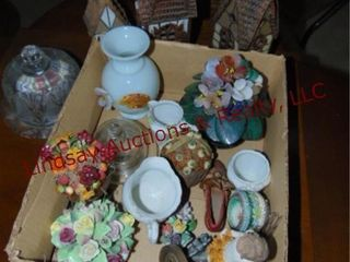 Box of decor items   others SEE PICS