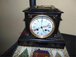 2 pcs  quilted place mat   mantle clock w  keys