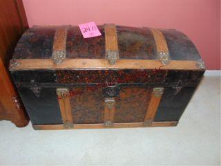 Vintage trunk 34x17x22