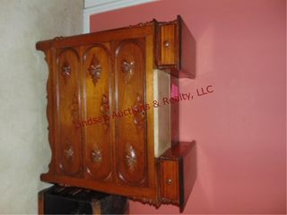 5 drawer dresser w  marble style top in center