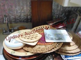Group of place mats  platters  cloth napkins
