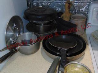 Approx 15  pcs of kitchen items  pots  pans
