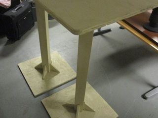 CAFE-STYLE TABLES/PEDESTAL STANDS