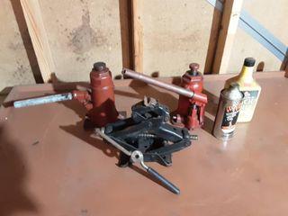 2-Bottle Jacks, 1-Scissor Jack & Hydraulic Jack Oil