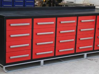 UNUSED 20 DRAWER RED TOOL BENCH