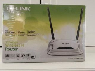 Lot # 4271 - TP Link Wireless Router in original