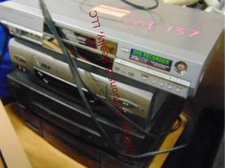 3 VHS  1 DVD players