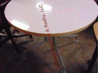 Round table 36 x 29