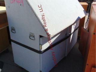liftup top   2 door cabinet 61 x 32 x 54