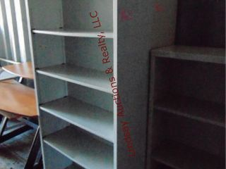 2 metal shelves 34 x 13 x 71
