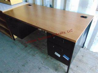Desk w  4 drawers 60 x 30 x 29 5