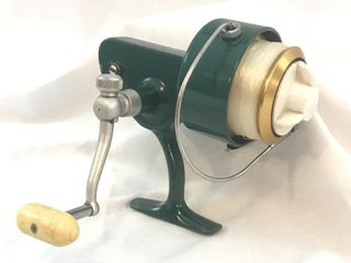 Vintage Penn 710 Green Spinning Fishing Reel