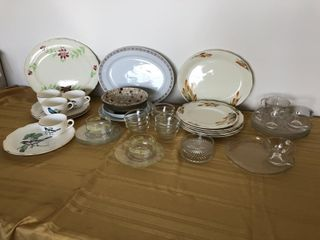 Pyrex fruit nappies, snack plates and cups,