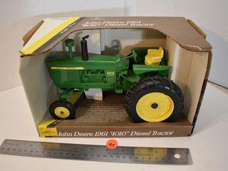 ERTL 1/16 Scale 1961 John Deere 4010 Tractor