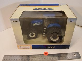 ERTL 1/16 Scale New Holland T8050 Tractor