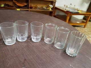 lot of 6 Variety Juice Glasses   2 5  x 3 5  T