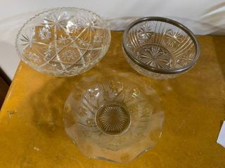 lot of 3 Glass Bowls   3 5  to 4  x 2 5  T