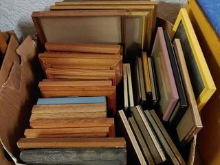 lot of Approximately 30 Medium Wooden Frames   Assorted Metal Frames   7  to 12  T