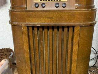 Vintage Philco Medium Brown Speaker   25  x 11  x 40  T   Works