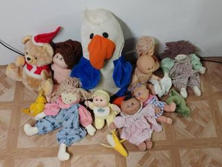 lot of 8 Various Dolls   5 Cabbage Patch  2 Rag Dolls  1 Plastic