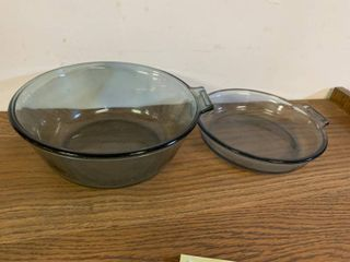 lot of 2 Pyrex Dishes