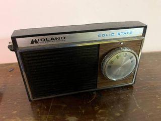 Vintage Midland International Solid State Radio