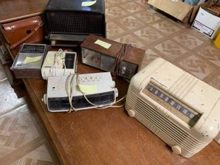 lot of 6 Various Vintage Radios   Some Work  Others Untested or Not Working   For Parts
