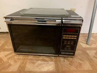 Vintage Amana Radarange Microwave   Untested