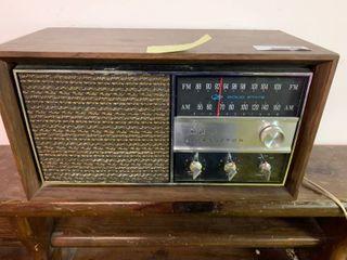 Vintage RCA Victor Solid State AM FM Radio   Works