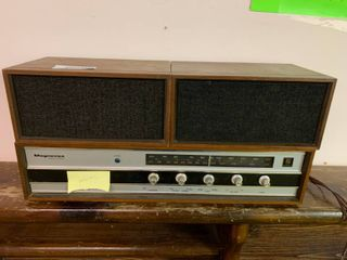 Magnavox Solid State AM FM Stereo   Turns On